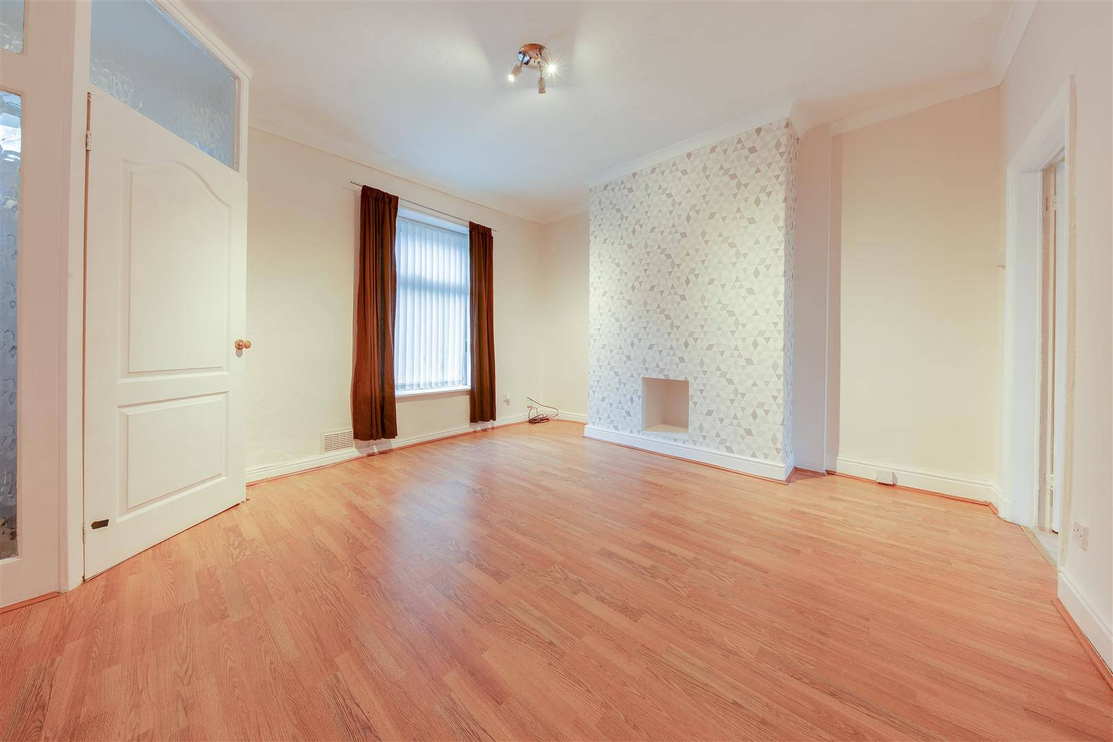 2 Bedrooms Terraced House for sale in Rochdale Road, Bacup, Lancashire